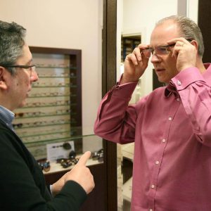 optician-with-customer